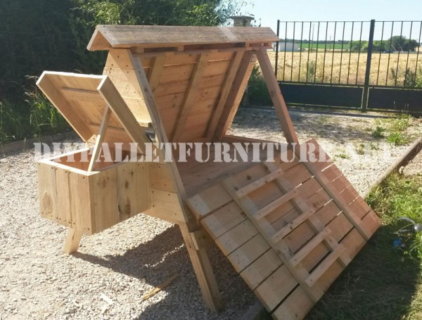 Henhouse built with pallets 1