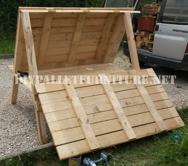 Henhouse built with pallets 2