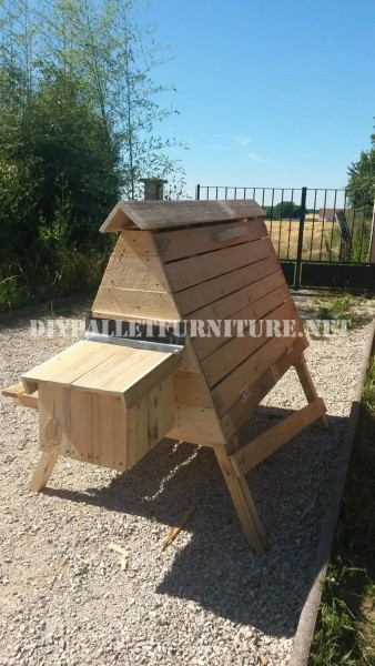 Henhouse built with pallets 5