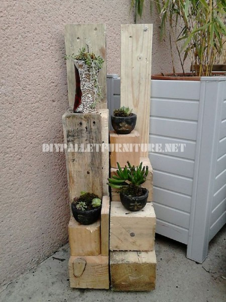 Planters with wooden blocks 1