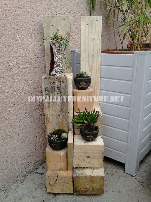 Planters with wooden blocksdiy pallet furniture diy - Como hacer una jardinera ...