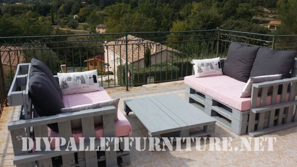 The pallet sofas from Marie for the terrace 1