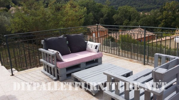The pallet sofas from Marie for the terrace 2