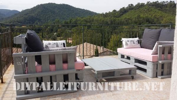 The pallet sofas from Marie for the terrace 5