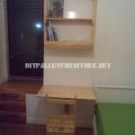 Folding study made of pallets for small rooms