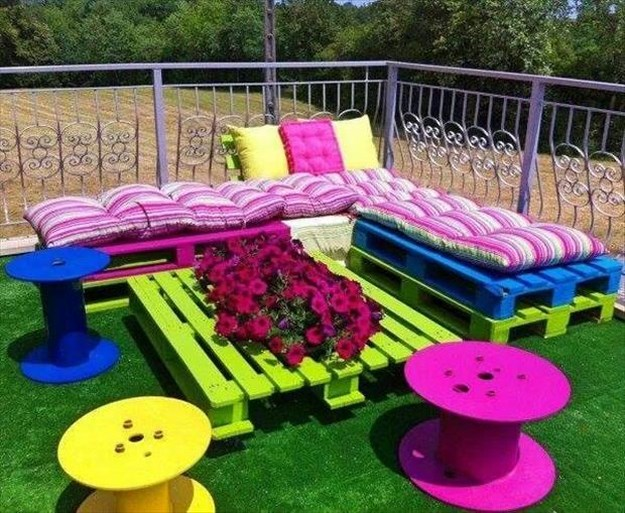 Colorful garden with pallets 1