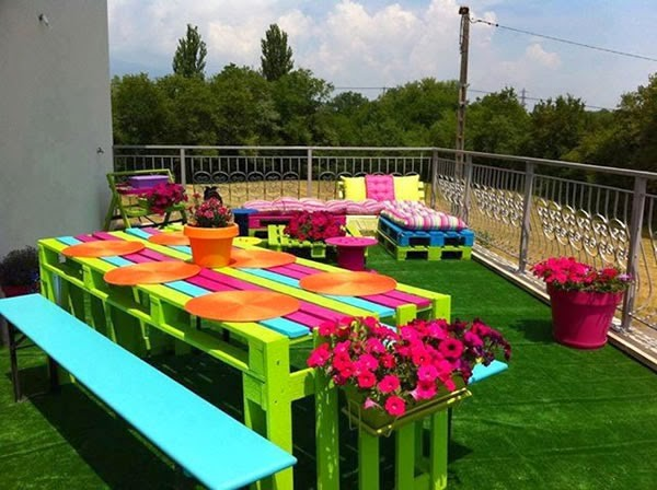 Colorful garden with pallets 2