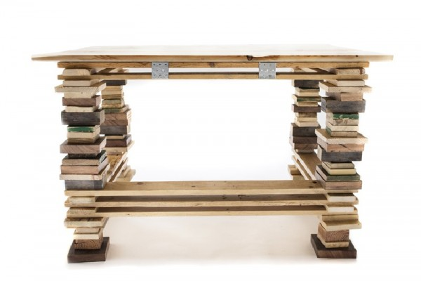Desk and design chair with pallets 2