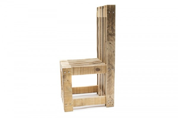 Desk and design chair with pallets 4