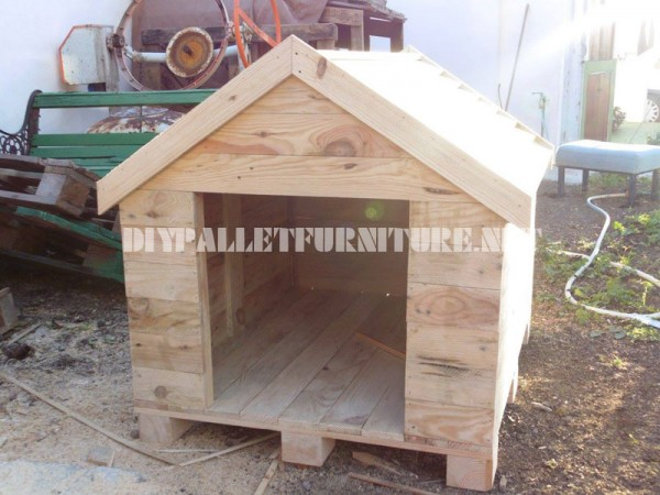 Dog house built with pallets 6