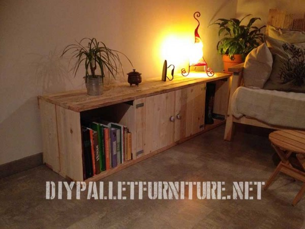 Living room furnished with pallet furniture 2