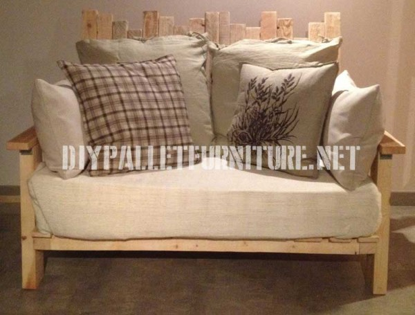Living room furnished with pallet furniture 3