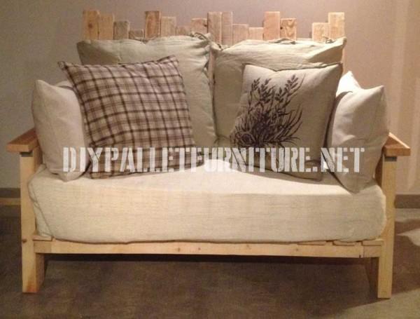 Living room furnished with pallet furniture 3