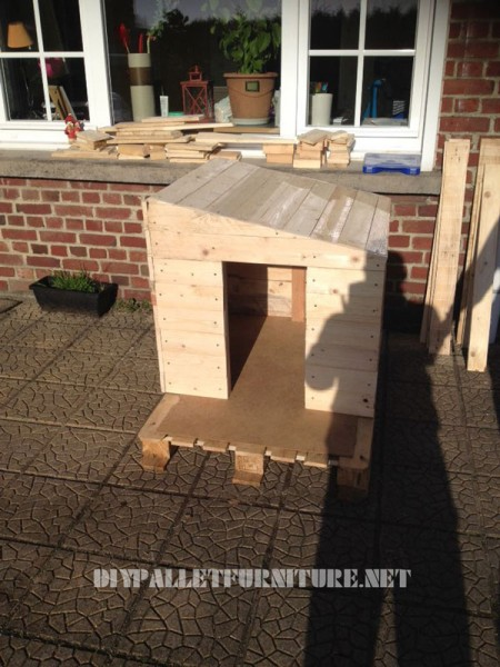 Pallets doghouse 1