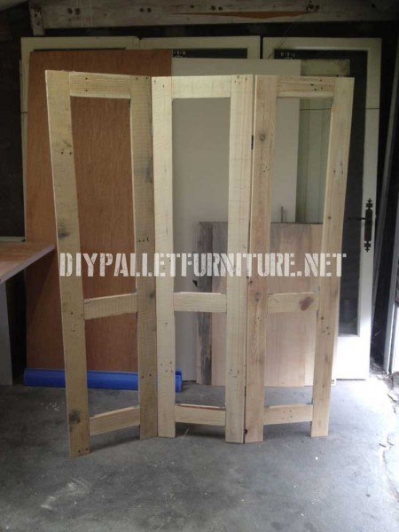 Screen made from pallet planks 2