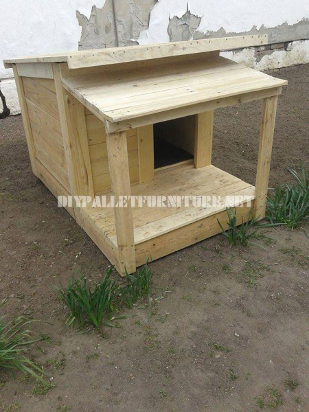 Several dog houses made of pallet boards 1