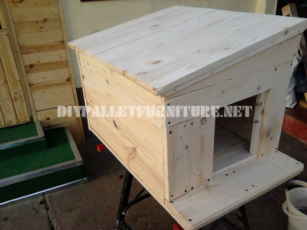 Several dog houses made of pallet boards 4