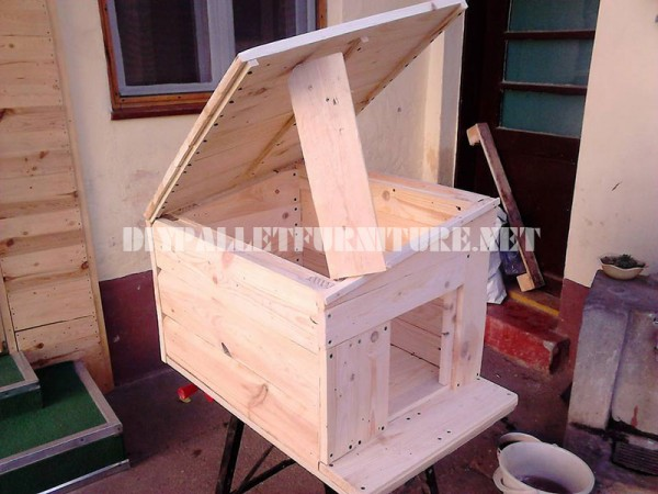 Several dog houses made of pallet boards 5