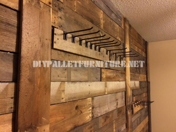 Wall lined with pallet planks and coat hangers 1