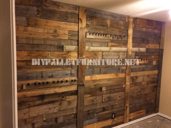 Wall lined with pallet planks and coat hangers 2