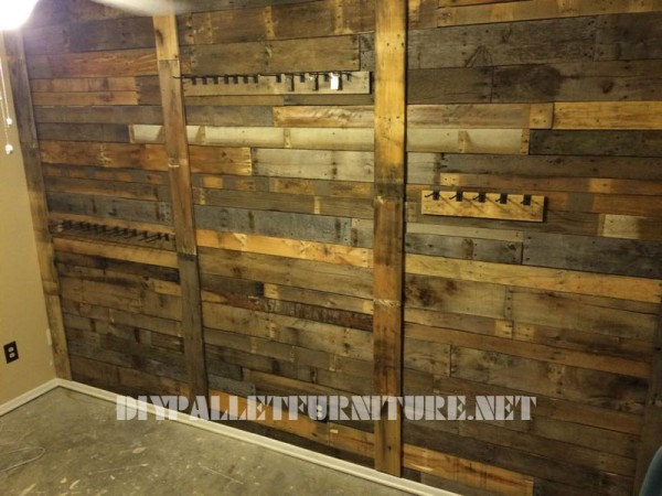 Wall lined with pallet planks and coat hangers 3