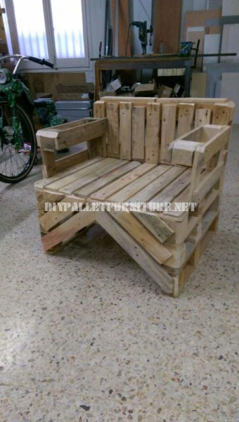 Chair built with pallets 2