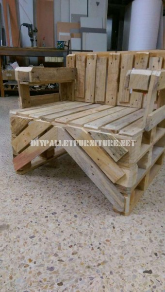 Chair built with pallets 4