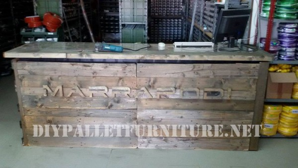 Commercial counter with pallets 2