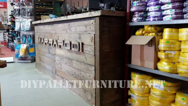 Commercial counter with pallets 4