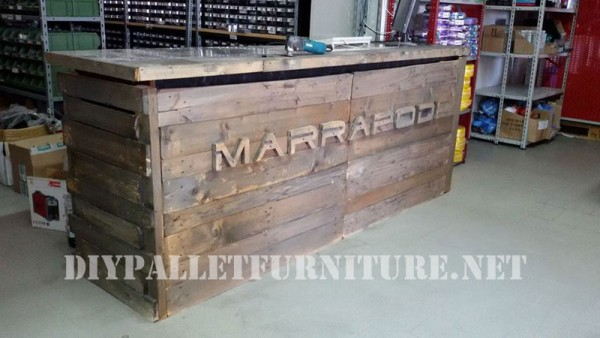 Commercial counter with pallets 5