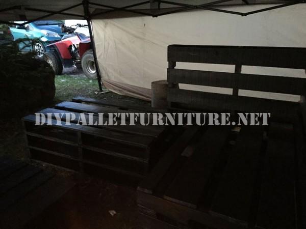 Corner sofa using pallets 3