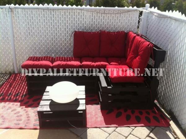 Corner sofa using pallets 4