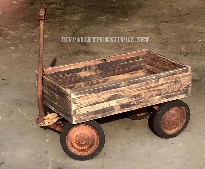 Decorative cart with pallets 1