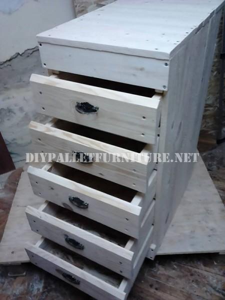 Drawer made of pallet planks 1