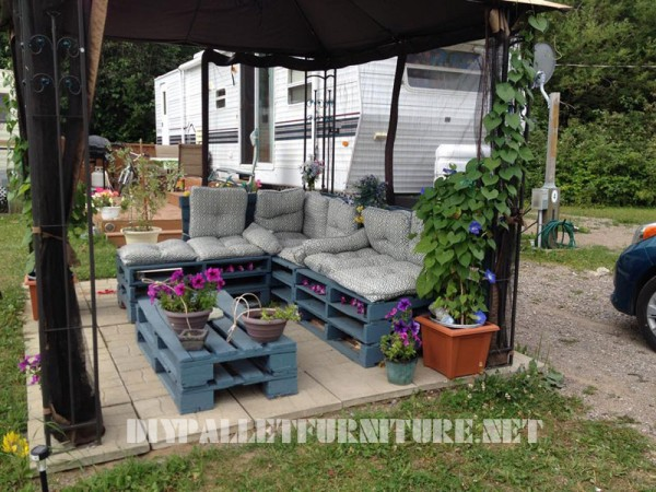Garden furniture with pallets 1