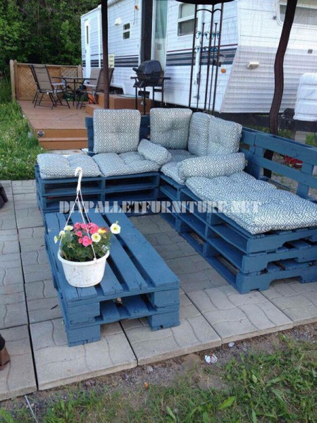 Garden furniture with palletsdiy pallet furniture diy - Comment faire un salon de jardin avec des palettes ...
