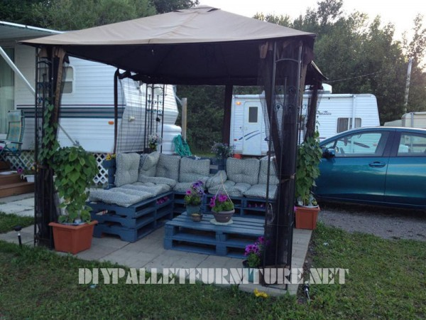 Garden furniture with pallets 3