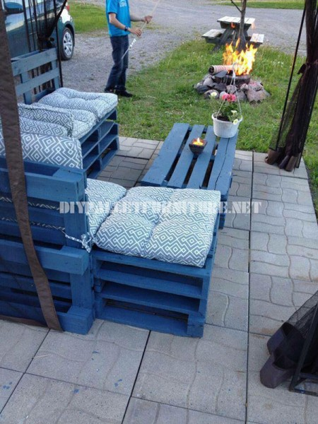 Garden furniture with pallets 4