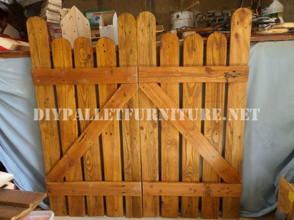 Garden gates with pallets 2