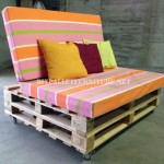 Mobile sofa with pallets