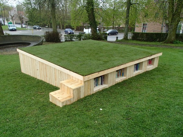 Outdoor library built with pallets 1