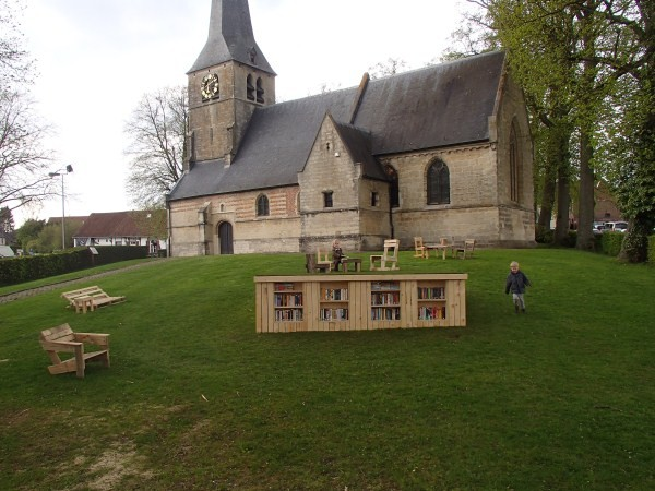Outdoor library built with pallets 2