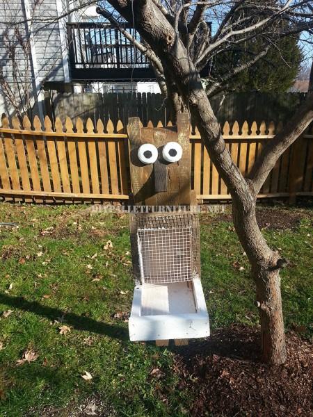 Pallet bird feeder 1