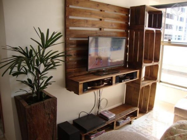 TV cabinet built using pallets and fruit boxes 2