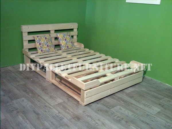 Bed frame with drawers made of pallets 2