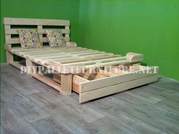 Bed frame with drawers made of pallets 3