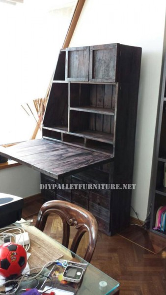 Closet-desk using pallets 1