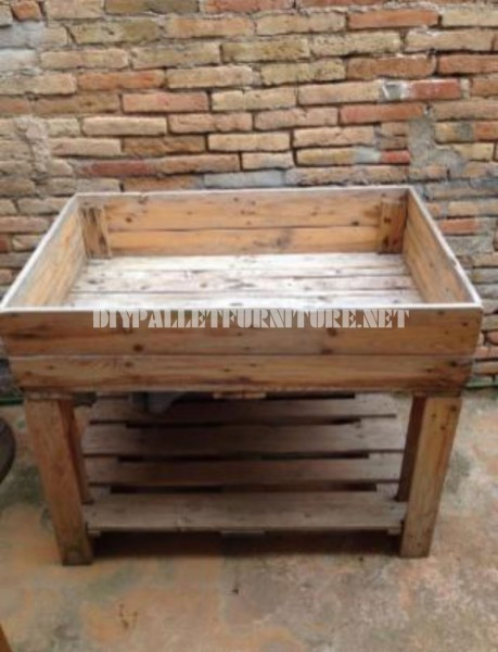 Cultivating table with pallets 2