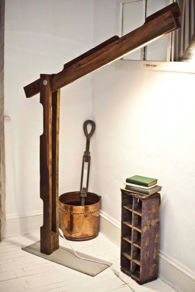 Folding foot lamp made with pallets 1