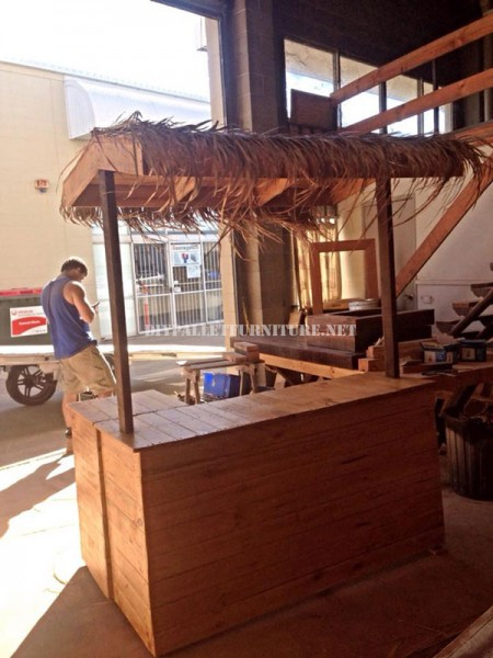 Hawaiian style Bar with pallets 1